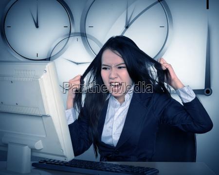 azjatycki biznes zlosci sie poniewaz praca
