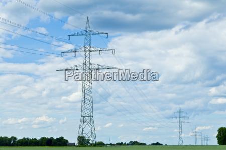 niski kat widzenia pylon energii elektrycznej