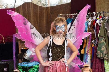 teatr student ubrany jak motyl