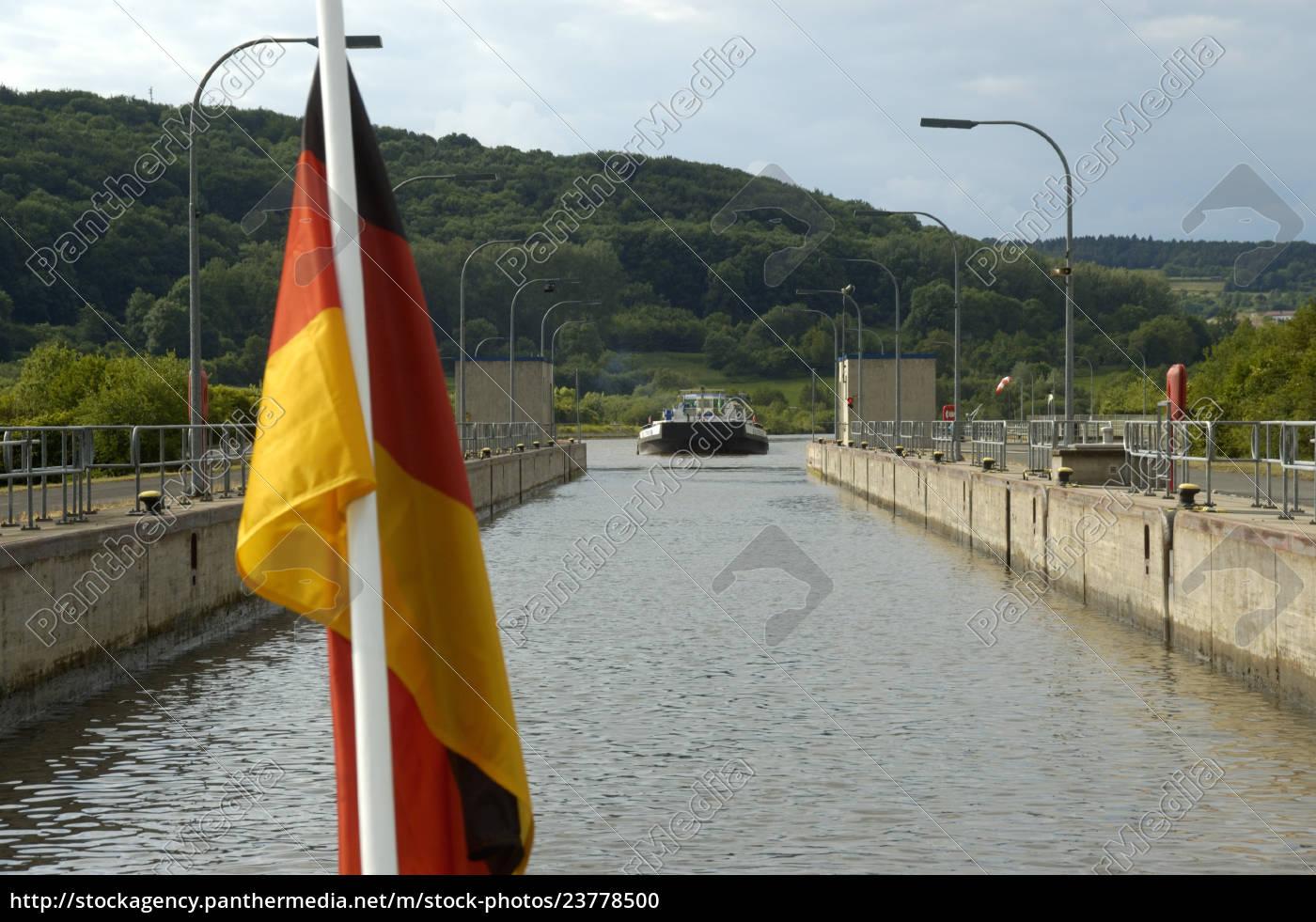 niemiecka, flaga, narodowa, przed, zamką, z - 23778500