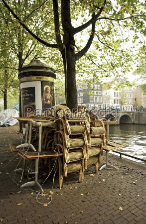 korbstuehle, jeden, restaurantes, spiętrzone, przed, kanałem - 23797704
