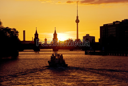 tower metropolis famous acquainted waters ships
