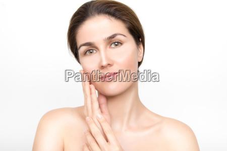 piekna twarz mlodej kobiety z doskonala