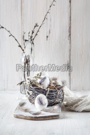 malowane pisanki gniazdo piora i wierzby