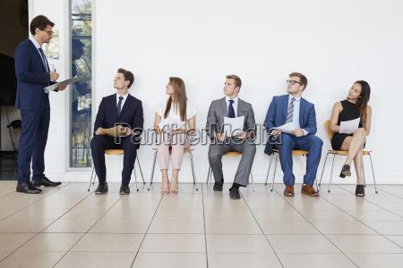 rekruter i osoby oczekujace na rozmowy