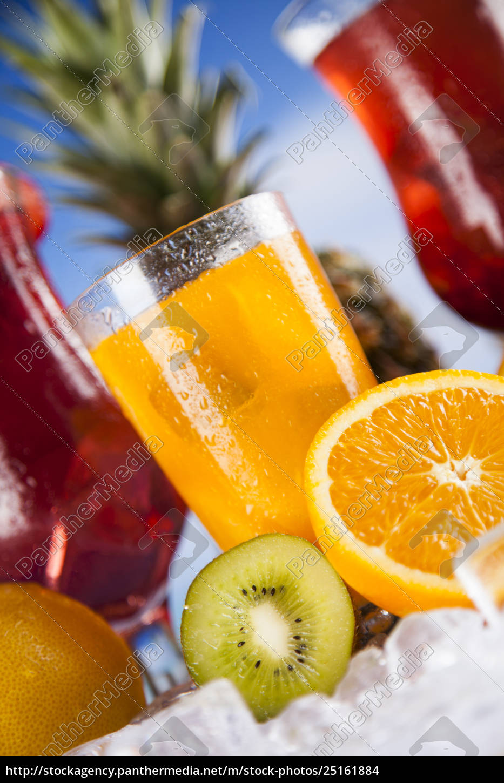 letni, napój, gałąź, dłoni, i, świeże, owoce - 25161884