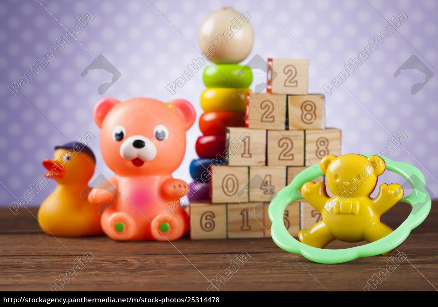 stos, zabawki, kolekcja, na, drewnianym, tle - 25314478