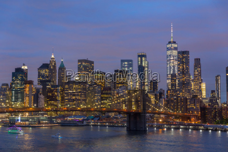 brooklyn bridge and lower manhattan skyline