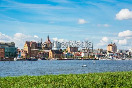 widok hanzeatycki miasteczko rostock niemcy