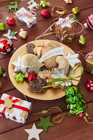 ciasteczka i dekoracje na boze narodzenie
