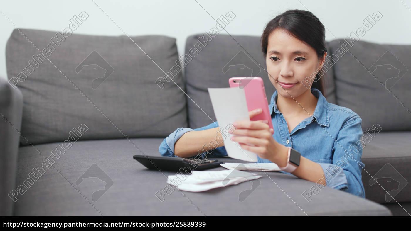 gospodyni, domowa, za, pomocą, telefonu, komórkowego, aby - 25889339