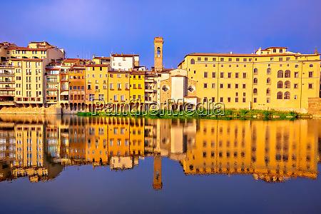 rzeka arno rano refleksje w florencji