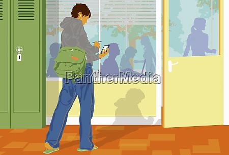 student sprawdzanie telefonu komorkowego poza klasa