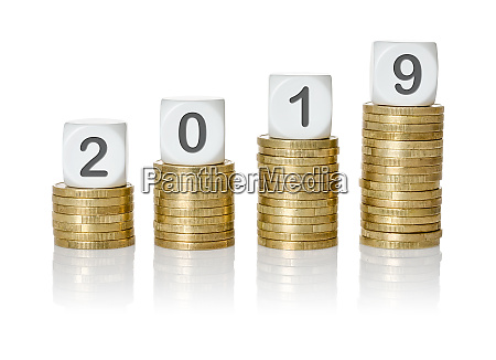 rosnace stosy monet z kosci list