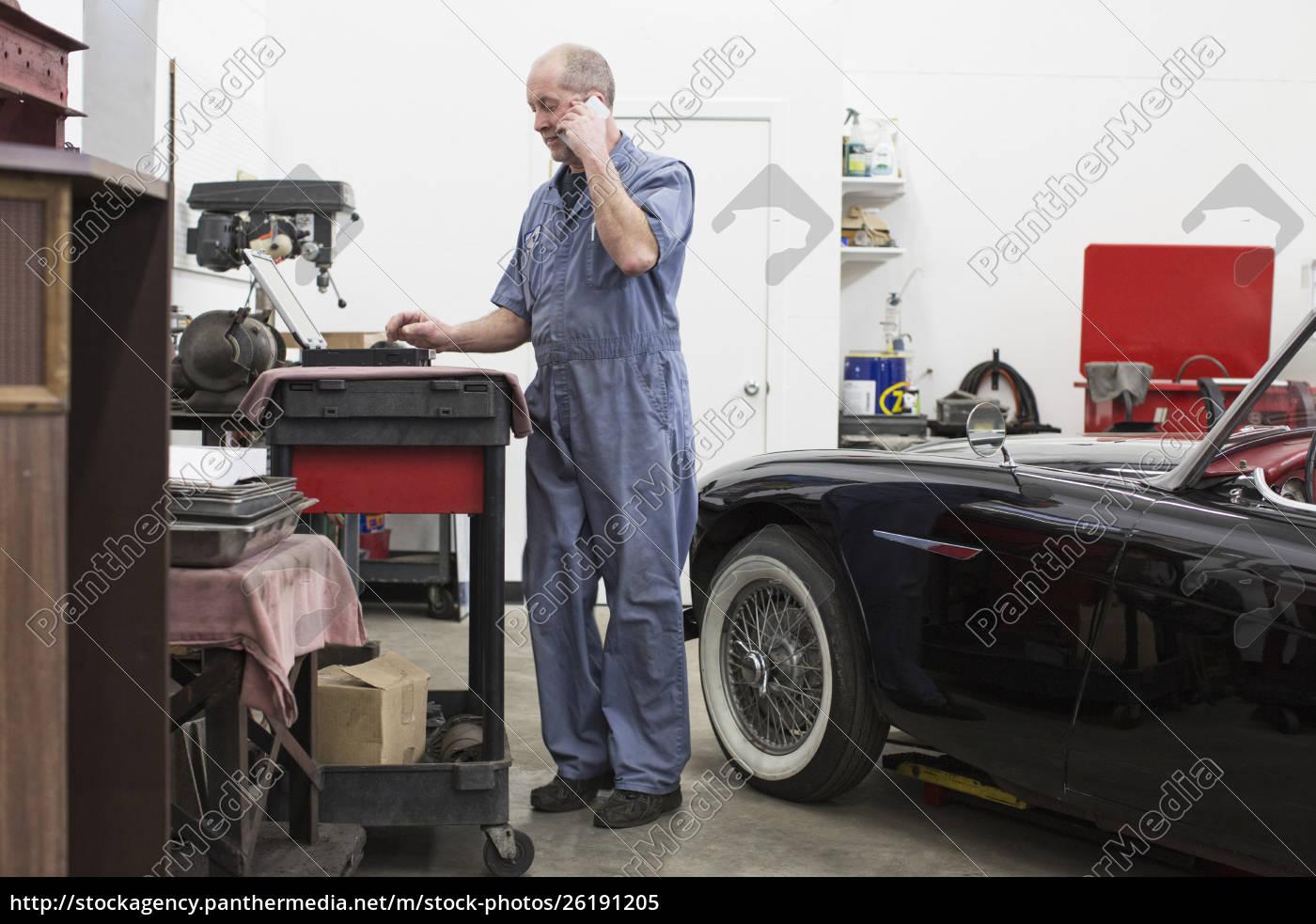 a, senior, caucasian, male, car, mechanic - 26191205
