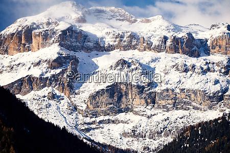 szczyt piz boe pokryty sniegiem