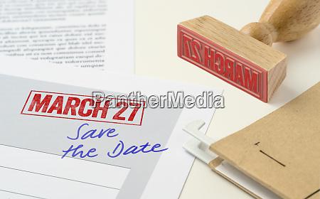 czerwona pieczec na dokumencie 27 marca