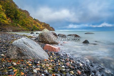 wybrzeze morza baltyckiego na wyspie moen