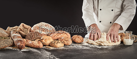 baker ugniatanie duzy kopiec ciasta
