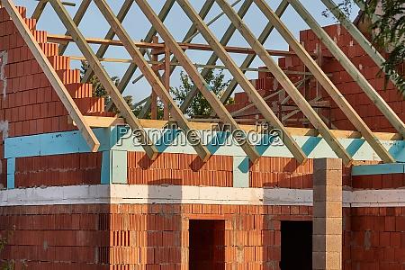 ceglana budowa domu
