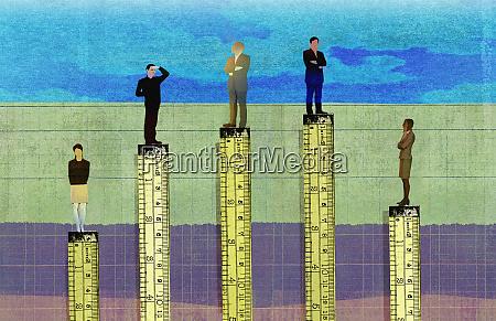 biznesmeni, wyższe, niż, przedsiębiorców, w, hierarchii - 26827656