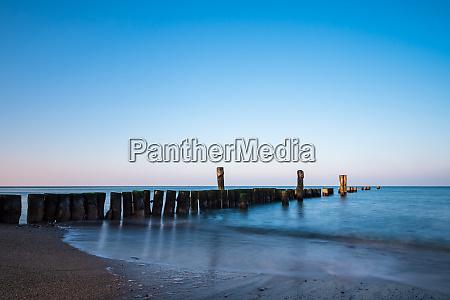 wybrzeze morza baltyckiego w graal mueritz