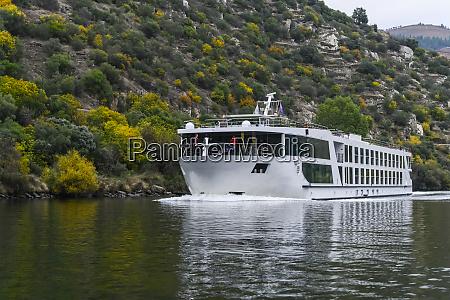 rejs statkiem wzdluz rzeki duero alijo