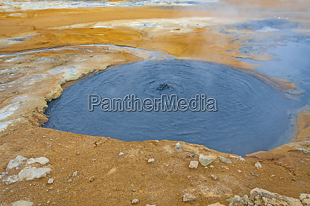 murky colorful hot spring w strefie