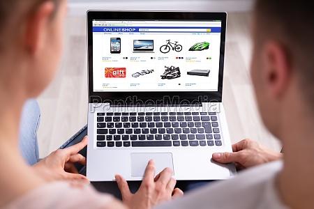 para zakupy online na laptopie
