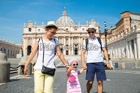 family in front of st peters