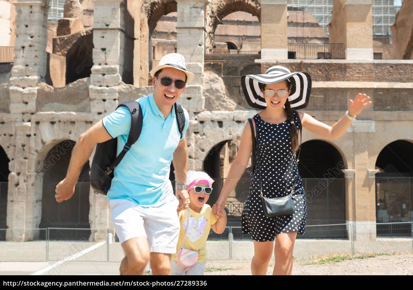 młoda, rodzina, działa, przed, koloseum - 27289336