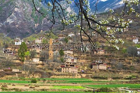 zhonglu tibetan village with watch tower