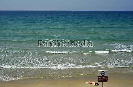 israel tel aviv beach scene