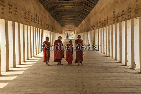 myanmar mandalay novice buddhist monks inside
