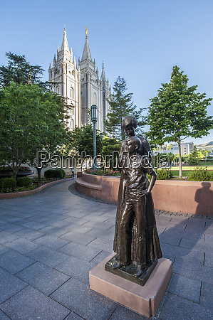 mormon mother and son statue with