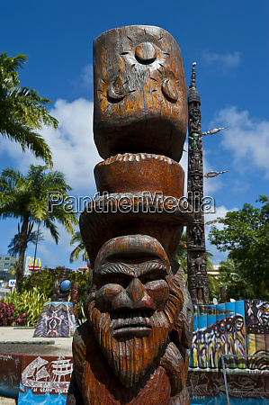 traditional wood carving in noumea capital