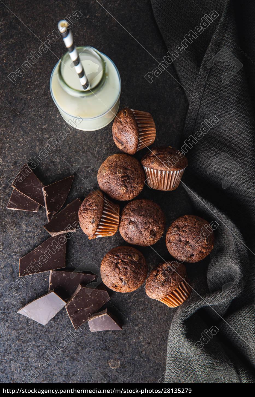 smaczne, babeczki, czekoladowe., słodkie, babeczki. - 28135279