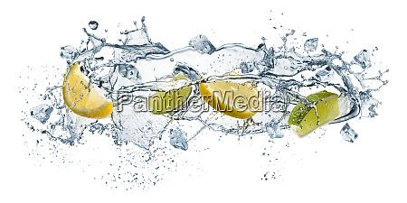 woda rozbryzgowa i owoce
