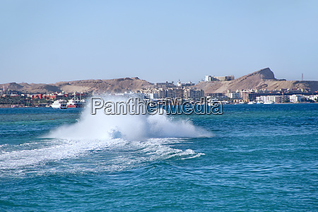fast boat making great splashes on