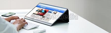 czytanie gazety online na tablecie
