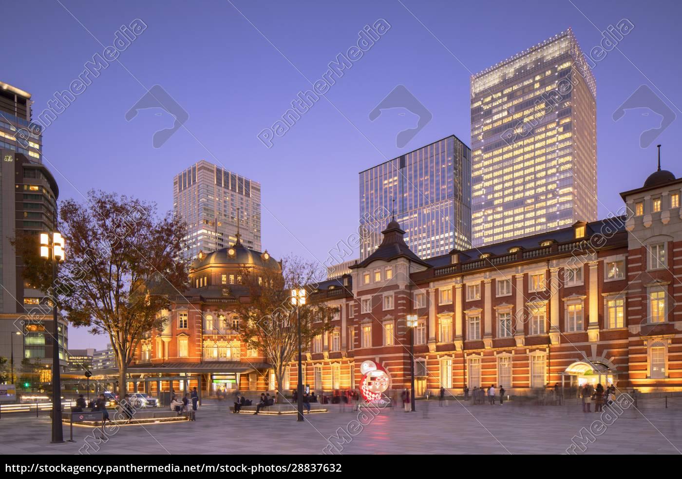 stacja, tokio, o, zmierzchu, tokio, honsiu, japonii, azji - 28837632