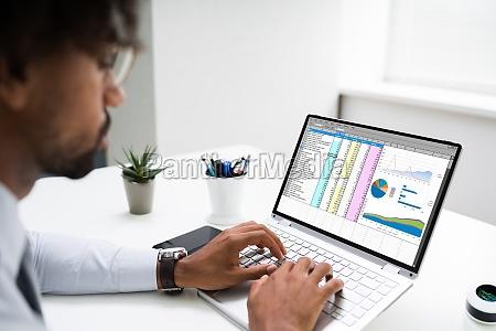 african american hand korzystanie laptop