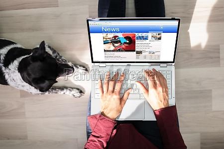 czytanie gazety online na komputerze ogladanie