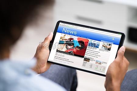 czytanie, artykułów, z, wiadomościami, elektronicznymi - 28945611