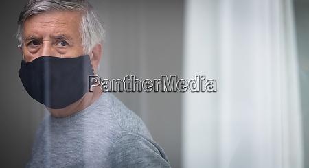 starszy, mężczyzna, ubrany, w, maskę, podczas - 28962987