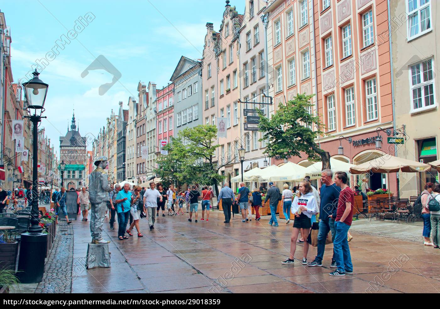 tourists, stroll, and, take, pictures, of - 29018359