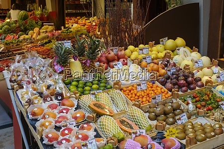 niemcy augsburg stoisko z owocami na