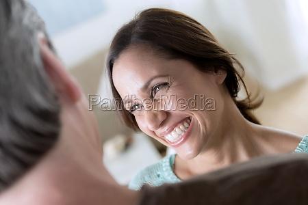 dojrzala para kobieta usmiechnieta