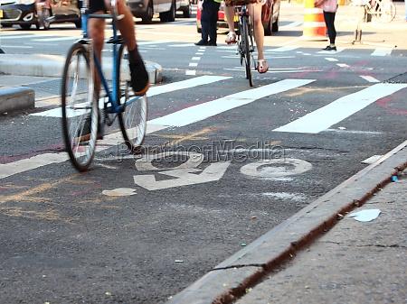 rowerzyści, na, bike, lane, z, białymi - 29743852