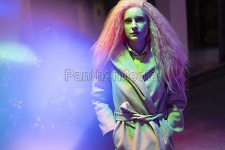portret, stylowa, kobieta, z, różowymi, włosami - 30220378